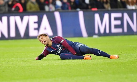 Tien dao Neymar dinh chan thuong trong tran gap Marseille.