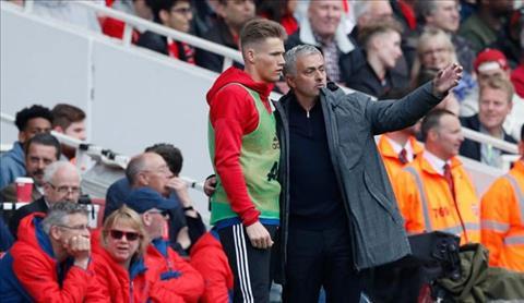 HLV Mourinho bảo vệ McTominay MU trước sự chỉ trích của GNeville hình ảnh