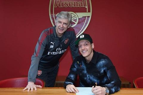 Mesut Ozil Nguoi thu linh tram lang cua Arsenal hinh anh
