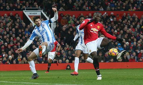 Diem nhan MU 2-0 Huddersfield Sanchez chinh la cuu canh cua Quy do hinh anh