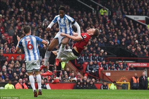 Thong ke khong the bo qua tran MU 2-0 Huddersfield hinh anh