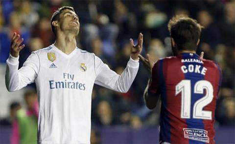 Ronaldo thieu di su nhay cam trong cac pha dut diem.