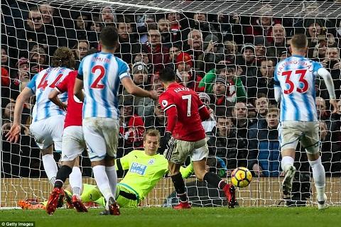 Alexis co ban thang dau tien Dung mung voi, Mourinho! hinh anh