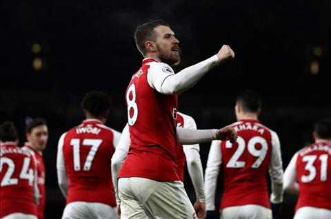 Ramsey lap hat-trick cho Arsenal