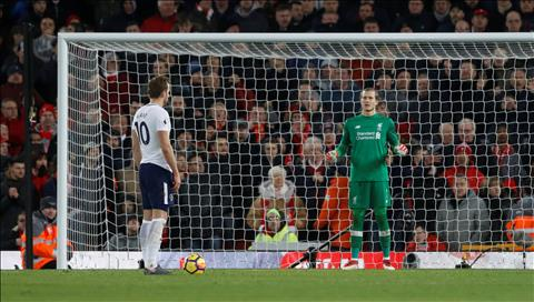 Goc Tottenham Qua penalty gay tranh cai va ban thang quan trong nhat cua Harry Kane hinh anh