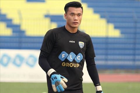 Thu mon Bui Tien Dung se bat chinh o AFC Cup 2018 hinh anh