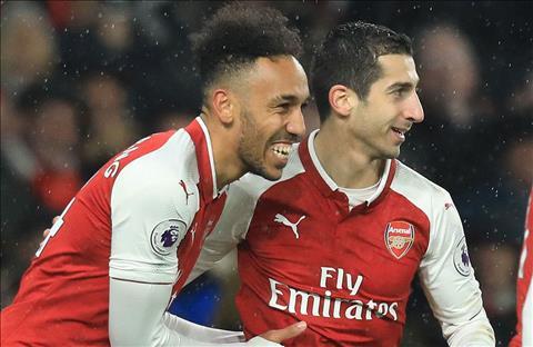 Aubameyang va Mkhitaryan duoc vi voi cap doi huyen thoai cua Arsenal hinh anh