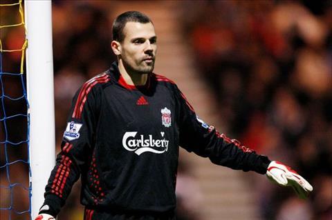 Cuu ngoi sao Liverpool tro lai Premier League thi dau hinh anh