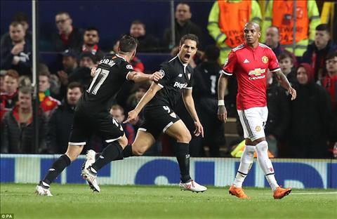 MU 1-2 (1-2) Sevilla Thua tham tai Old Trafford, Quy do cui mat roi Champions League hinh anh 3