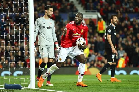 MU 1-2 (1-2) Sevilla Thua tham tai Old Trafford, Quy do cui mat roi Champions League hinh anh 4