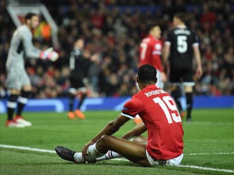 MU 1-2 Sevilla Choi dao lam roi cung phai dut tay thoi Mourinho! hinh anh