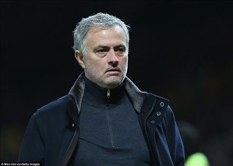 Nhuc nha roi C1, Mourinho con do them dau vao lua cho fan MU hinh anh