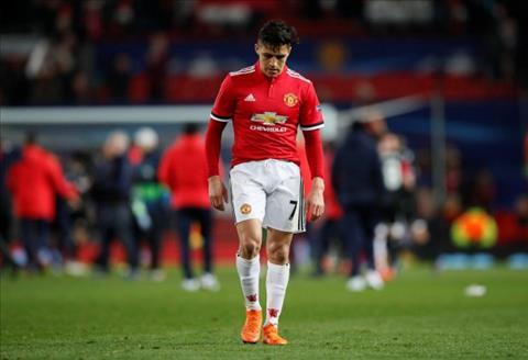 Vi sao tien dao Alexis Sanchez bi co lap o Man Utd hinh anh