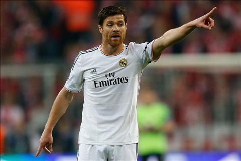 Alonso dinh cham khi con khoac ao Real