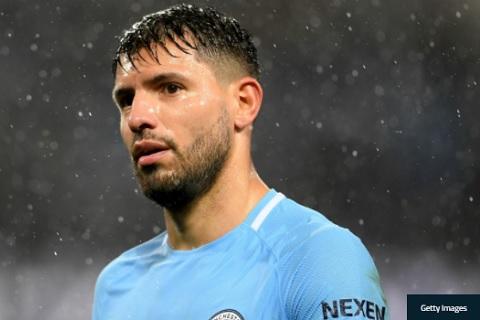 Sergio Aguero chan thuong lo tran Liverpool vs Man City hinh anh