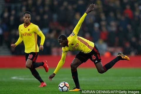 Tien ve Abdoulaye Doucoure bo MU, chon Liverpool hinh anh