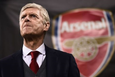 HLV Arsene Wenger đối mặt với những chỉ trích thời gian gần đây