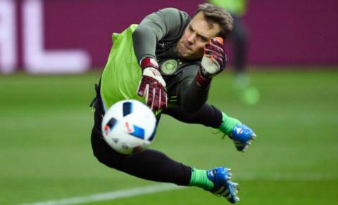Manuel Neuer: Tro thanh so 1 voi manh kim loai o ban chan1