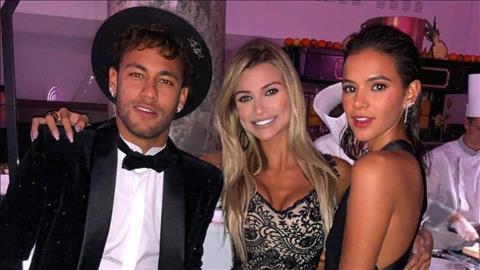 Tien dao Neymar thuong xuyen pha suc voi nhung buoi tiec tung.