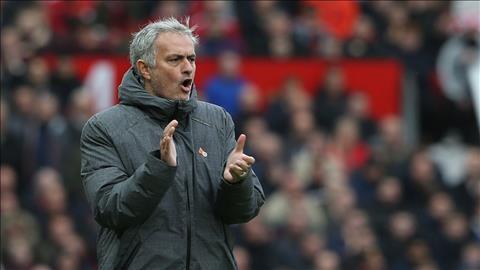 HLV Jose Mourinho tiet lo y do chien thuat tran MU vs Swansea.