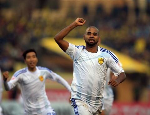 CLB Quang Nam dang ky Claudecir o vong 3 V-League  hinh anh