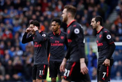 Kem Man City 33 diem, Petr Cech phat bieu ve Arsenal hinh anh