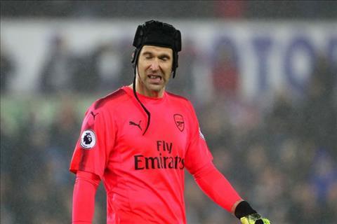 Petr Cech xin loi CDV Arsenal sau 2 sai lam dang trach truoc Brighton hinh anh