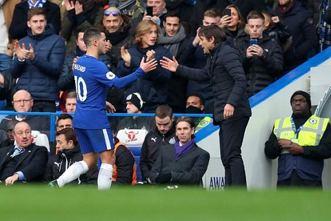 Conte len tieng chan chinh tien ve Hazard hinh anh