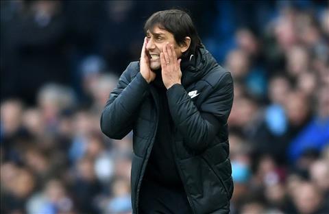 Thua Man City, Conte to cau thu Chelsea phan boi hinh anh