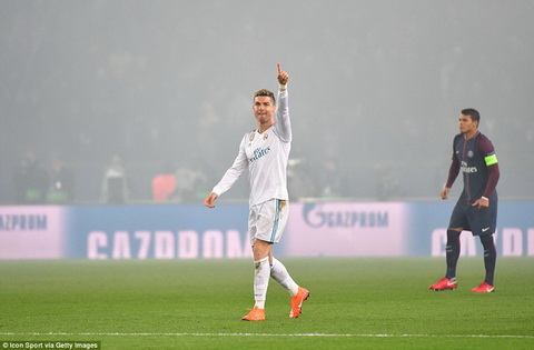 Cristiano Ronaldo ghi ban de ha guc PSG.