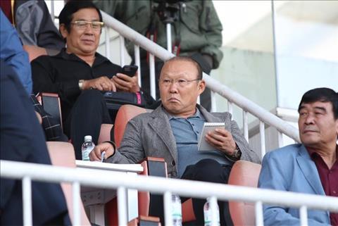 HLV Park Hang Seo theo doi hoc tro thi dau o vong 1 V-League 2018 hinh anh