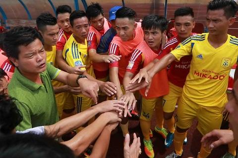 Thay tro Nguyen Van Sy Nam Dinh FC
