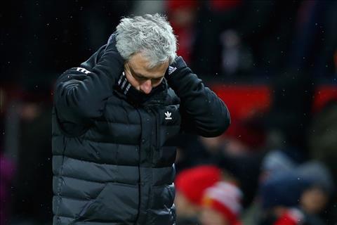 Mourinho chiu nhieu chi trich