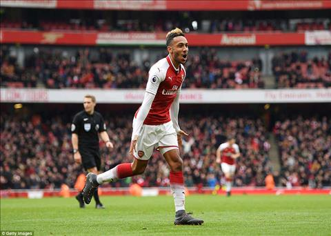 Aubameyang lap cu dup o tran dau Arsenal vs Stoke