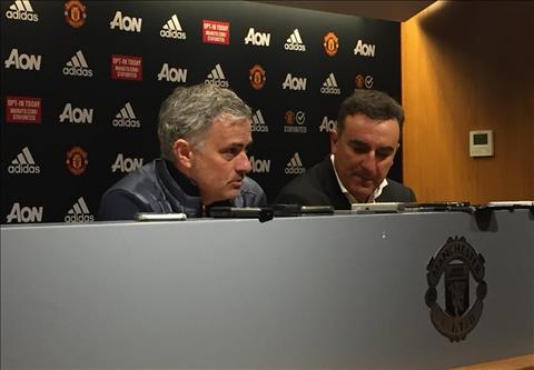Jose Mourinho hop bao cung Carlos Carvalhal - HLV cua Swansea.