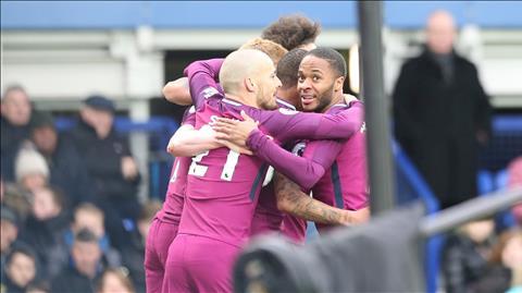Man City lap ky luc sau tran thang Everton.