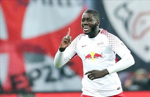Arsenal muốn chiêu mộ trung vệ Dayot Upamecano hình ảnh
