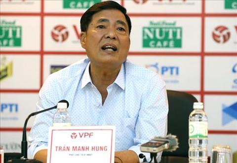 Cuu chu tich Hai Phong phu nhan Tuan Anh chan thuong do mat san L hinh anh