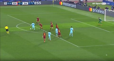Messi bi cau thu Roma theo kem