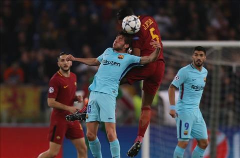 Roma vs Barca Jesus tranh bong bong
