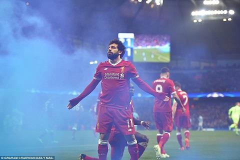Thánh Salah là tâm điểm trong cuộc chiến giữa Liverpool vs AS Roma
