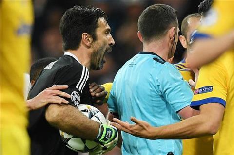 Zidane phat bieu ve Buffon va tam the do truoc Real hinh anh