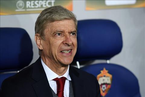 HLV Arsene Wenger thua nhan Arsenal da mang tam ly chu quan.