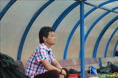 HLV Nguyen Van Sy lien tuc nhac den tinh than sau tran thua cua Nam Dinh FC.