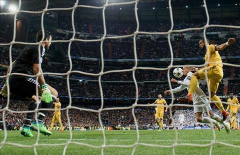 Vazquez kiem penalty cho Real