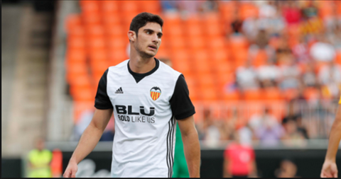 Cristiano Ronaldo muon Real Madrid mua Goncalo Guedes hinh anh