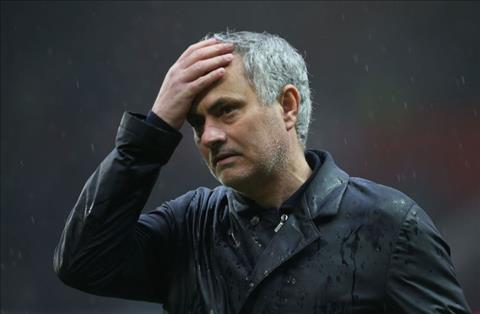 Huyền thoại dự đoán Mourinho sẽ thanh lý 4 trụ cột hè này
