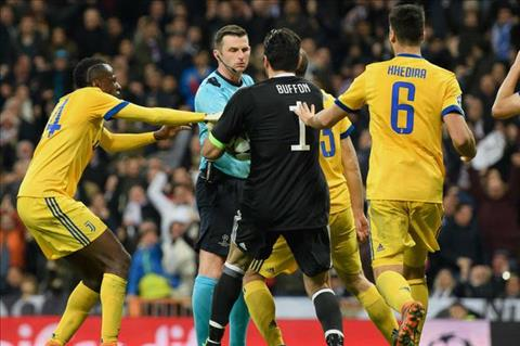 UEFA len an hanh dong Oliver bi CDV de doa hinh anh