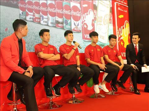 Tro thanh doi tac cua Coca-Cola, VFF co them suc manh dua bong da Viet chinh phuc giac mo vang hinh anh 2