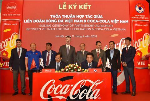 Tro thanh doi tac cua Coca-Cola, VFF co them suc manh dua bong da Viet chinh phuc giac mo vang hinh anh